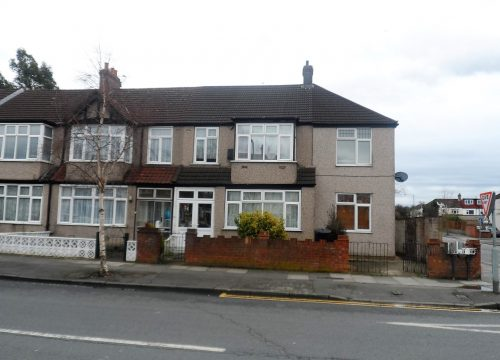 Two Bedroom House in Mitcham / Norbury