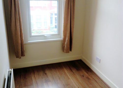 2 Bed flat close to Tooting Train station
