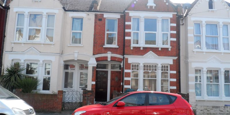 3 Bed flat close to Tooting Train station