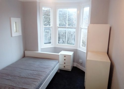 5 Bedroom room in Seven Sisters.